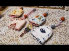 How to make key case / key bag Cute Sewing Projects, Sewing Projects For Beginners, Newspaper Basket, Key Bag, Bazaar Ideas, Key Covers, Song Of Style, Diy Keychain, Favors