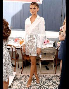 Zendaya(ゼンデイヤ):Silver metallic mini skirt and White shirt