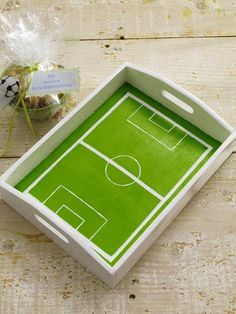 Party decoration for the football evening with friends party decorations deko drinks getränke ideas ideen recipes schnelle party party drinks Soccer Birthday Parties, Football Birthday, Soccer Party, Sports Party, Birthday Party Themes, Soccer Centerpieces, Soccer Theme, Crafts For Kids, Diy Crafts
