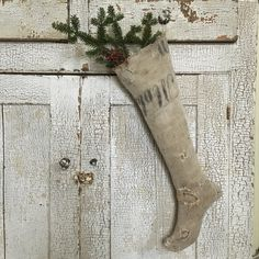 I just love this simple rustic Santa Christmas stocking! It would look perfect with my farmhouse decor! Primitive Country Christmas, Magical Christmas, Christmas Fashion, Primitive Christmas, Christmas Home, White Christmas, Vintage Christmas, Santa Christmas, Christmas Crafts