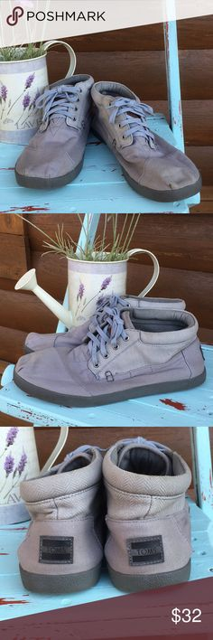 Men's high top Tom's Men's gray high top lace up Tom's in preloved condition Toms Shoes