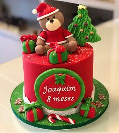 The Art Of Decorating Christmas Cake - Life ideas Christmas Birthday Cake, Christmas Cake Topper, Christmas Cupcakes, Christmas Desserts, Christmas Treats, Christmas Cake Designs, Christmas Cake Decorations, Holiday Cakes, Bolo Da Minnie Mouse