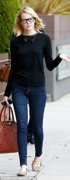 Emma Stone rocks bow tie and geek glasses together with skinnies slipped into her signature style of quirky androgynous chic walking around the Pacific Palisades area of Los Angeles October 9 Cropped Pullover, Oversized Pullover, Mode Style, Style Me, Geek Style, Mode Outfits, Casual Outfits, Geek Chic Outfits, Fall Outfits