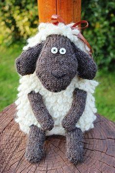 Nos encantan las ovejas y esta, además de ser preciosa, es una mochila súper divertida para los más pequeños ¿no os encanta?