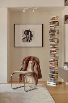 The Home Office That Will Give You Major Interior Design Inspiration // Home Decor. Office Decor. Office Design. #homedecoration #officedesign #interiordesignideas Read more: https://www.brabbu.com/en/inspiration-and-ideas/interior-design/home-office-major-interior-design-inspiration
