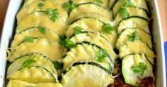 Kiedy nie mam pomysłu na obiad wtedy przygotowuję zapiekankę z tego co akurat znajdę w kuchni. Dzisiejsza propozycja to pyszna, sycą... Ravioli, Zucchini, Vegetables, Food, Veggie Food, Vegetable Recipes, Meals, Veggies, Squashes