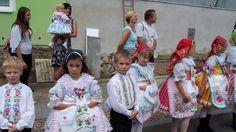 tradice jižní Moravy - South Moravia entices women , wine , singing. A colorful traditions