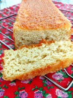 Esse Pão com farinha de amêndoas é uma ótima sugestão para os alérgicos ao glúten. Leva queijo ralado na massa o que dá um ótimo sabor.