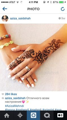 A henna tattoo or also know as temporary tattoos are a hot commodity right now. Somehow, people has considered the fact that henna designs are tattoos. Henna Tattoos, Henna Tattoo Designs, Henna Tattoo Hand, Henna Designs Easy, Henna Mehndi, Henna Art, Finger Tattoos, Mehndi Designs, Body Art Tattoos