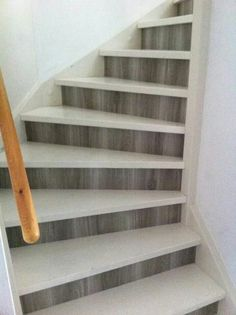 Plakplastic van Action Diy Interior Projects, Home Projects, Interior Design Living Room, Living Room Designs, Staircase Railing Design, Staircase Remodel, Painted Stairs, House Stairs, House Entrance