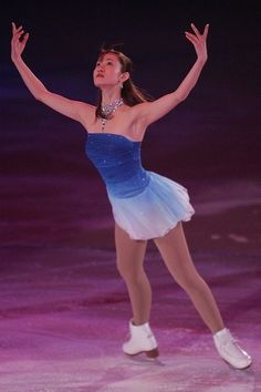 Figure skating - shizuka arakawa spread eagle | blue dress