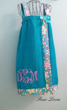 Monogrammed Adult Spa Wrap (with straps) size adult medium; teal color towel wit… Monogrammed Adult Spa Wrap (with straps) size adult medium; teal color towel with design and white … Monogram Towels, Personalized Towels, Letter Monogram, Diy Sewing Projects, Sewing Hacks, Sewing Crafts, Diy Crafts, Sewing Clothes, Diy Clothes