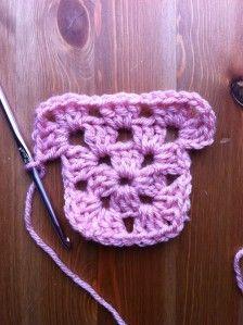 Crochet Granny Square Beginner, Sunburst Granny Square, Beginner Crochet Tutorial, Crochet Stitches For Beginners, Granny Square Crochet Pattern, Crochet Instructions, Crochet Squares, Crochet Patterns, Granny Square Tutorial