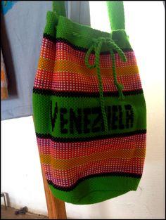 Bolso Susú tejido a mano por la etnia Wayúu de la Península Guajira, Venezuela