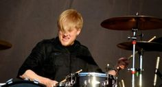 Bob drumming My Chemical Romance, Gerard And Frank, Bob Bryar, Netflix Tv Shows, Ray Toro, Solo Music, Mikey Way, Black Parade, Thanks For The Memories