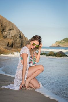 ensaio feminino na praia, beach photo shoot, summer at the beach, rio de janeiro. - Travel tips - Travel tour - travel ideas Candid Photography, Documentary Photography, Street Photography, Photo Ocean, Photo Summer, Family Beach Pictures, Beach Poses, Outfit Trends, Foto Pose