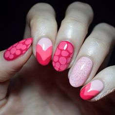 Cute pink design featuring heart shapes, blobbicure and glitter!