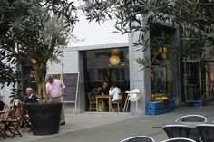 Pitten & Bonen, Antwerpen, beste fruitsapjes en panini's, gezellig ingesloten terrasje ook.