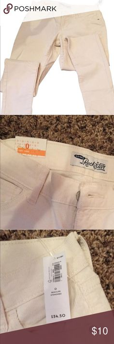 Old Navy White Corduroy Jeans NWT Old Navy White Corduroy Jeans. Perfect for summer. Old Navy Jeans Skinny