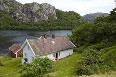 Norway: Keltainen talo rannalla: Koteja ja mökkitunnelmaa