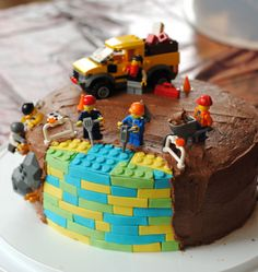 Lego birthday cake - Lego Mine, we have the pieces on top of the cake. Gold and blue lego blocks. Boys Birthday Cakes Easy, Lego Birthday Party, Birthday Parties, Cake Birthday, Lego Parties, Birthday Cakes For Boys, Sons Birthday, Birthday Ideas, 4 Year Old Boy Birthday