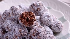 Rum balls have been on our Christmas table for as long as we can remember. As kids we had the habit of eating a pile of them before Christmas lunch often feeling too full to fit in any lunch! Nut Free, Dairy Free, Grain Free, Ricotta, Nutella, Chocolate Sin Gluten, Vegan Party Food, Vegan Food, Gastronomia