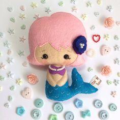 La Sirenita hecha de fieltro (mezcla lana 40% y viscosa 60%).    Muñeca de fieltro Tamaño: 12cm aprox.    !!! 3+ !!!        Patrón de GingerMelon    The little mermaid felt doll, gingermelon pattern  UnBonDiaHandmade