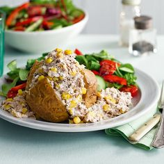 Diet coke chicken is one of Slimming World's most popular dishes. And it's so easy to make. The perfect family friendly recipe. Jacket Potato And Tuna, Jacket Potato Recipe, Coke Chicken, Chicken Recipes, Marinated Chicken, Slimming World Jacket Potato, Pizza Topped Chicken, Weetabix Cake, Carrot And Coriander Soup