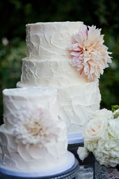 dahlia wedding cake with buttercream frosting