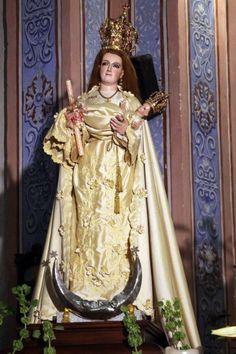 Imagen de Nuestra Señora de Candelaria Se caracteriza por llevar una vela en la mano derecha y al Niño Jesús en el brazo izquierdo.