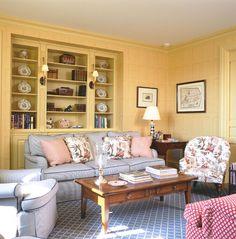 Living Room:  The Enchanted Home http://4.bp.blogspot.com/-eR2XdO1I1VQ/UTNLe6SHEaI/AAAAAAAAvR0/o0xO_jgqgek/s1600/1f3.jpg