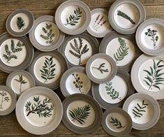 Vajillas pintadas a mano Watercolor Art, Diy And Crafts, Decorative Plates, Table Settings, Bath Room, Home Decor, Dining, Hand Painted Plates, Dish Sets