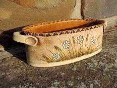 Slab Pottery, Pottery Ideas, Sunglasses Case, Ceramics, Creative, Window Boxes, Plant Pots, Handmade Ornaments, Painted Porcelain