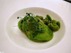 Green pea raviolo Green Peas, Seaweed Salad, I Love Food, I Foods, Cage, Spinach, Vegetables, Ethnic Recipes, Vegetable Recipes