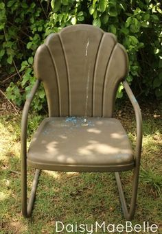 38 Trendy How To Paint Metal Chairs Projects - How To Guides - Garden Chair Painted Metal Chairs, Metal Lawn Chairs, Paint Metal, Lawn Furniture, Metal Furniture, Painted Furniture, Furniture Redo, Outdoor Furniture, Remove Paint From Glass
