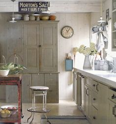 Vintage accents. Period touches ground the farmhouse look in its old-fashioned roots. Consider pitchers, pottery, lighting and other accessories as nostalgic top notes.