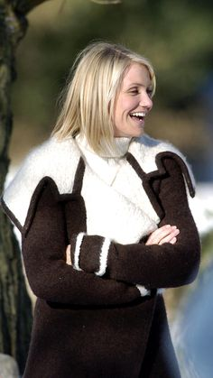Christmas Aesthetic - The Holiday Cameron Diaz Style Cameron Diaz Hair, Cameron Diaz Style, Leslie Mann, Holiday Cameron Diaz, Brown Blonde Hair, Holiday Wardrobe, Holiday Movie, Christmas Aesthetic, Winter Mode