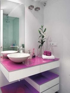 Use bright, bold colours to give your bathroom a vibrant new look. Teenage Bathroom, Childrens Bathroom, Bathroom Kids, Downstairs Bathroom, Small Bathroom, Purple Bathrooms, Dream Bathrooms, Bathroom Colors, Jugendschlafzimmer Designs
