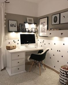 31 White Home Office Ideas To Make Your Life Easier; home office idea;Home Office Organization Tips; chic home office. 31 White Home Office Ideas To Make Your Life Easier; home… Home Office Chairs, Home Office Space, Home Office Design, Home Office Decor, Home Decor, Office Chic, Office Workspace, Small Office, White Office