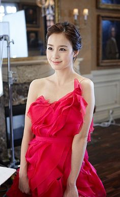 Another photo of Kim Tae Hee looking lovely in red dress