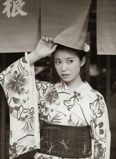 のれん&浴衣(Noren&Yukata) ♥ Noren=traditional Japanese fabric dividers, hung between rooms, on walls, in doorways, or in windows. Yukata=a casual summer kimono ;)