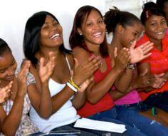 En la República Dominicana, Profamilia, se esfuerza por conseguir apoyo político y público para la reducción del embarazo adolescente y la garantía del acceso a servicios y educación amigables para jóvenes.