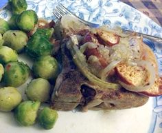 This is going to be a shot and sweet post today, but I wanted to get this recipe out there. For everyone out there doing this is a great recipe! I think one of those most glorious flavor. Paleo Pork Chops, Clean Eating Recipes, Healthy Eating, Great Recipes, Healthy Recipes, Pork Ham, Post Today, How To Eat Paleo, Onions