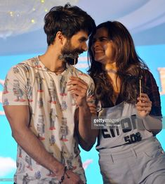 Shahid Kapoor and Alia Bhatt launched the first song Gulaabo from their film, Shaandaar in Mumbai. The song is a party number from this rom-com film. Bollywood Couples, Bollywood Actors, Bollywood Fashion, Cute Muslim Couples, Sweet Couples, Alia Bhatt Photoshoot, Mira Rajput, Shahid Kapoor, Hairstyle Look