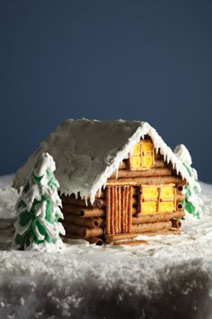 Cozy Cabin made from graham crackers, pirouette cookies, and pretzels Gingerbread House Designs, Gingerbread House Parties, Gingerbread Village, Christmas Gingerbread House, Gingerbread Cake, Christmas Treats, Christmas Baking, Christmas Fun, Christmas Cookies