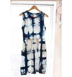 Upcycling a plain white dress: High Fashion Tie Dye DIY - Shibori Tutorial - Elle News Fashion, Diy Fashion, Fashion Design, Elle Fashion, Trendy Fashion, Fashion Dresses, Haute Couture Style, How To Tie Dye, How To Dye Fabric