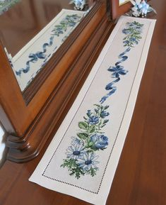This Pin was discovered by Rey Ribbon Embroidery Tutorial, Silk Ribbon Embroidery, Crewel Embroidery, Cross Stitch Embroidery, Embroidery Patterns, Cross Stitch Patterns, Cross Stitch Boards, Cross Stitch Flowers, Crochet Flowers
