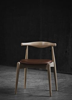 Buy the Elbow Chair Oiled Oak & Sif Leather by Hans Wegner and more online today at The Conran Shop, the home of classic and contemporary design Eames Chairs, Bar Chairs, Metal Chairs, Upholstered Chairs, Room Chairs, Wooden Chairs, Lounge Chairs, Hans Wegner, Comfortable Dining Chairs