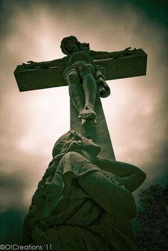 Gravestone at Calvary Cemetery Nashville photos story Cemetery Angels, Cemetery Art, Cemetery Statues, Jesus Art, God Jesus, Catholic Art, Religious Art, Roman Catholic, Old Cemeteries