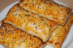 Puff pastry with gyros filling and feta cheese from Paddingtone Chef Recipes, Lunch Recipes, Sandwich Recipes, Cooking Recipes, Pizza Snacks, Lunch Snacks, Party Snacks, 1000 Calories, Sandwiches For Lunch
